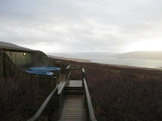 Hotel Glymur: Hot tubs overlooking fjord