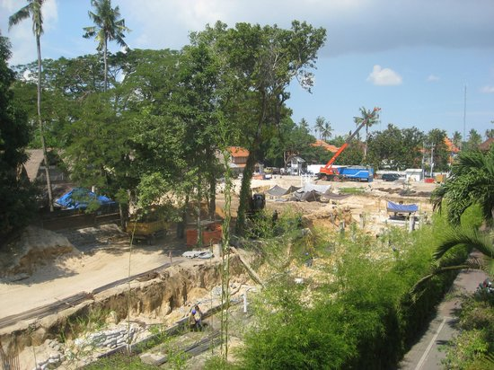 Parigata Resort & Spa: Construction Next Door