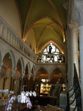 Abbaye de la Bussiere: inside