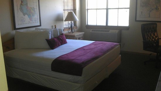 T Bar M Camps & Retreats: King bed, 2 windows in Rm 15