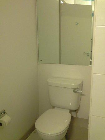 Jurys Inn Leeds: Toilet #113