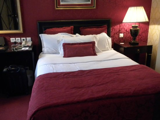 Hotel Francois 1er: double bed (American full size)