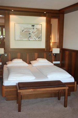 Hotel Mesnerwirt: Bett Suite Elegance