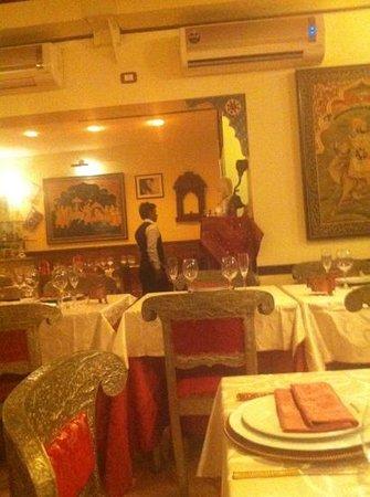 Maharajah 2 : ingresso e tavoli.