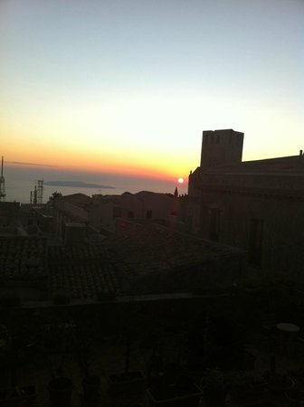 Hotel Elimo: The view in the evening hours