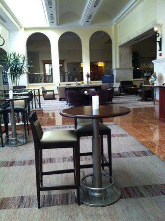 Westin La Paloma Resort and Spa: lobby bar
