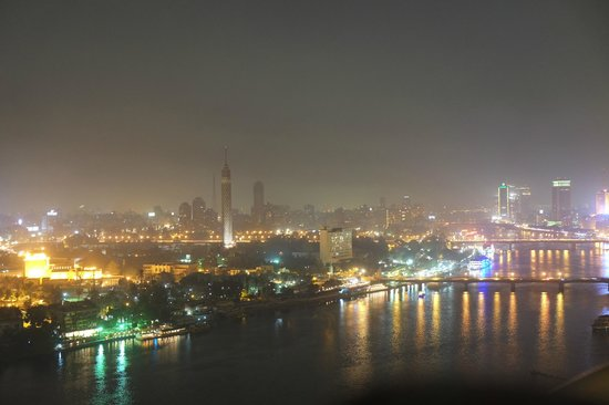 Four Seasons Hotel Cairo at Nile Plaza: Panorama notturno dalla camera