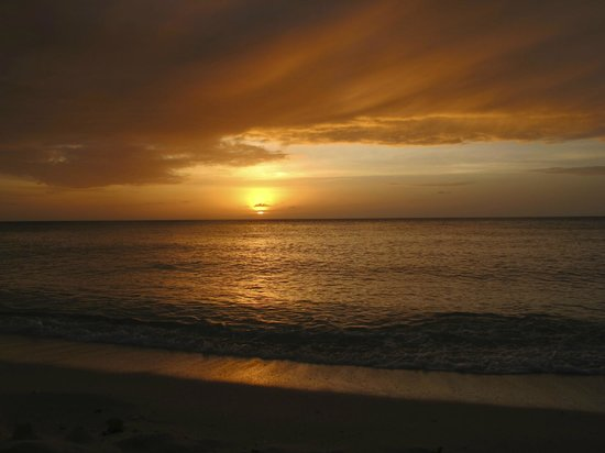 Shangri-La's Boracay Resort & Spa: Sunset