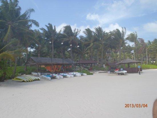 Club Med Bintan Island: Espace nautique sur la plage