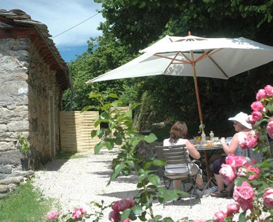 La Vidalerie Jewellery Making Workshops: Lunch in the garden between jewellery making workshops