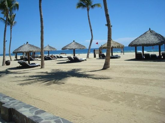 Cabo Azul Resort: View of the beach in front of Cabo Azul