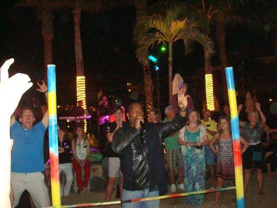 Cabo Azul Resort: Beach Party!