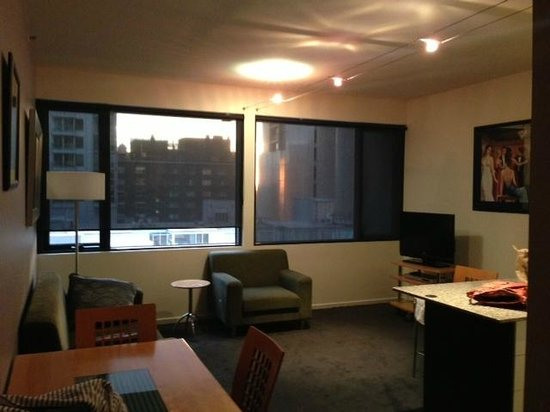 Punthill Manhattan : small, dated, but clean room