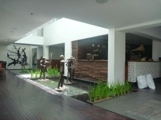 The Akmani Legian: Lobby.