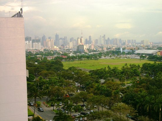 Sofitel Philippine Plaza Manila: Die Aussicht in Richtung City...