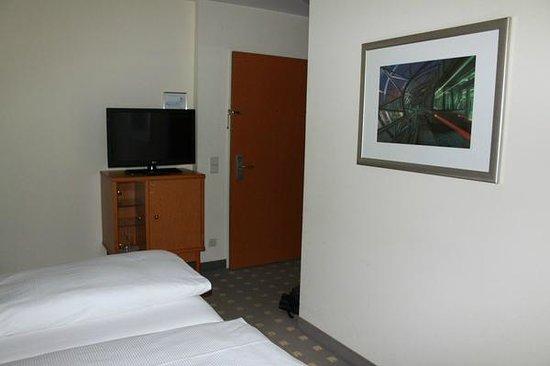 Leonardo Hotel Hamburg Airport: Zimmer