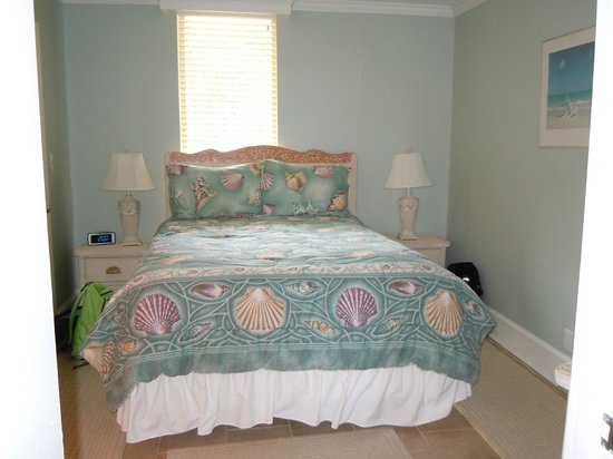Villas by the Sea Resort & Conference Center: Bedroom