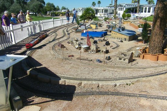 Valle Del Oro RV Resort: Garden Railroad Layout