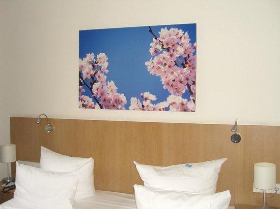Hotel Berlin Mitte by Campanile: Cabecera de la cama