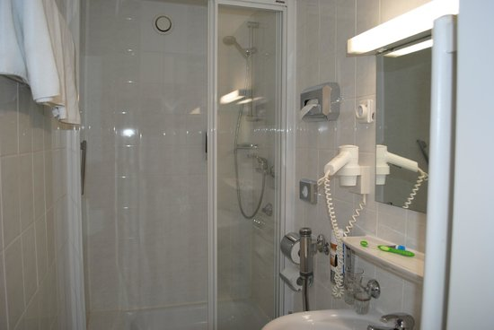 Hotel Royal: The shower