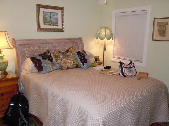 At Journey's End Bed & Breakfast : The Cheeky French Boudoir room, the cheapest available in the B&B
