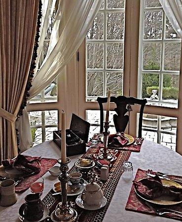 Hamanassett Bed & Breakfast: Elegant breakfast served at Hamanassett overlooking the terrace