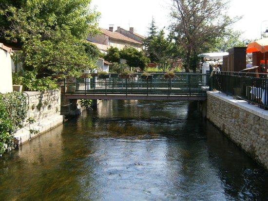 Marché de L'Isle-sur-la-Sorgue : Vista de ponte