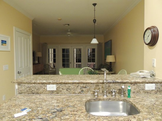 Tranquility Bay Beach House Resort: Kitchen to familyroom area-2 bedroom unit