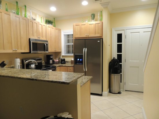 Tranquility Bay Beach House Resort: Kitchen in 2 bedroom unit
