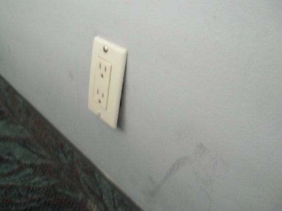 Highland Gardens Hotel: faulty socket