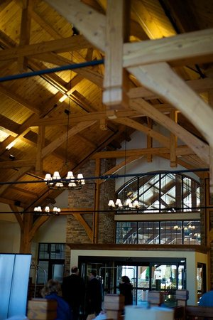 Stonewall Resort: Just a small view of the grand lobby ceiling...