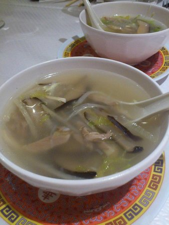 Chine Massena : Potage poulet vermicelles