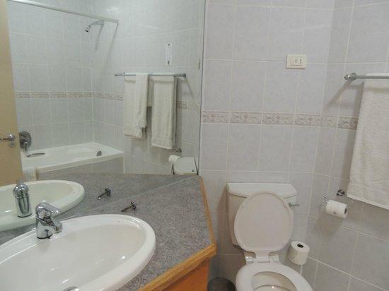 The Point Hotel: Banheiro