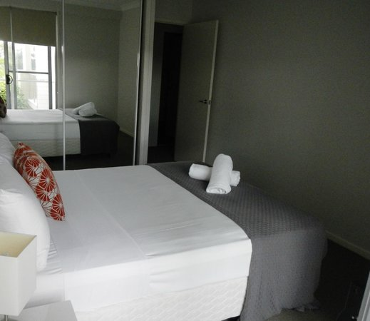 Pacific Marina Apartments: Bedroom