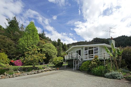 Abel Tasman Stables: B&B House