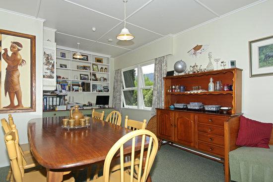 Abel Tasman Stables: Dining room