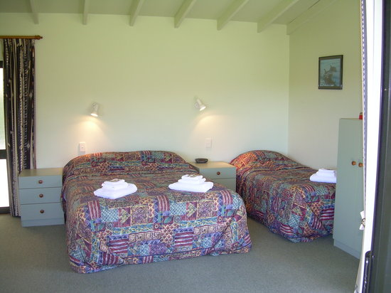 Abel Tasman Stables: Motel bed setting