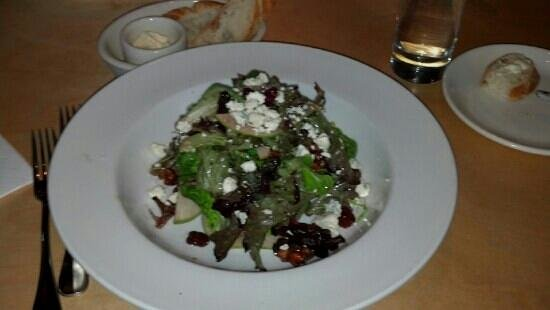 Lulu's Bistro : Salad with dried cherries