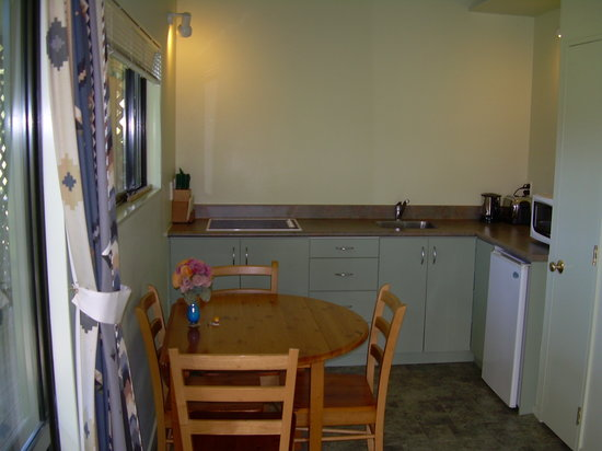 Abel Tasman Stables: Motel kitchenette
