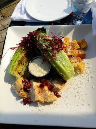 Le Manoir Montmorency: Grilled chicken caesar salad