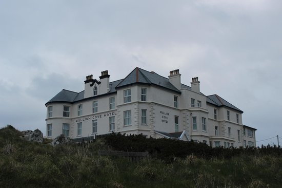 Mullion Cove Hotel: View of the hotel
