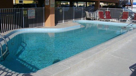 Beachwalk Inn: Nice clean pool