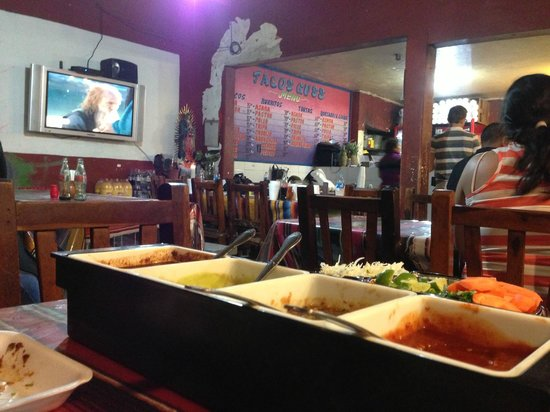 Tacos Guss: Seating Area