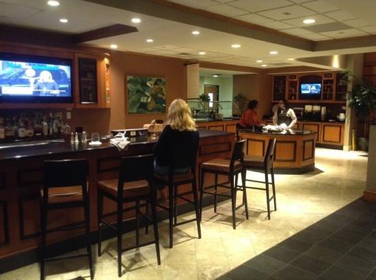 Hilton Garden Inn Louisville Airport: lounge & breakfast area