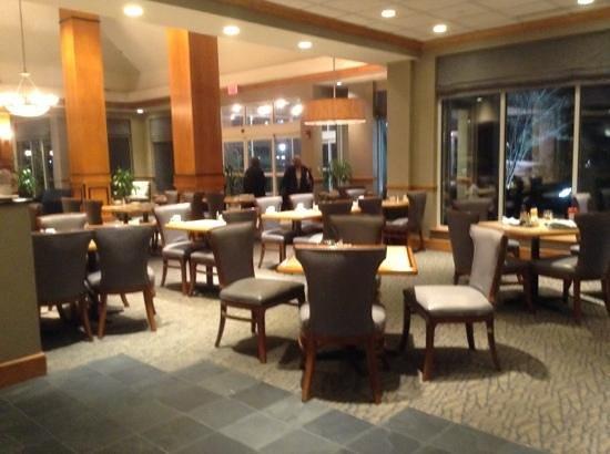 Hilton Garden Inn Louisville Airport: lobby, dining area