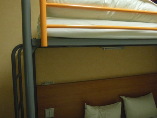 Chisun Inn Fukushima Nishi IC: 下のベッドは寝心地の良いマットレスのダブルベッド