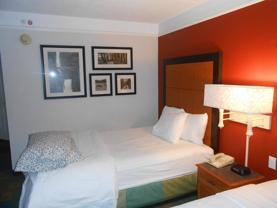 La Quinta Inn & Suites Denver Southwest Lakewood: Beautifully decorated rooms
