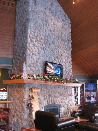 Pyramid Lake Resort:                   Fireplace in dining room