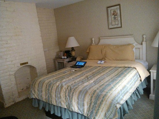 Linden Row Inn: the room