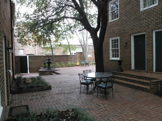 Linden Row Inn: the patio